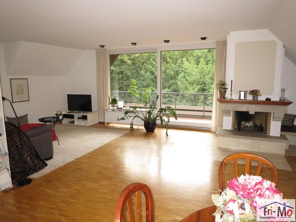 Wohnzimmer mit Ausgang zur Lo
